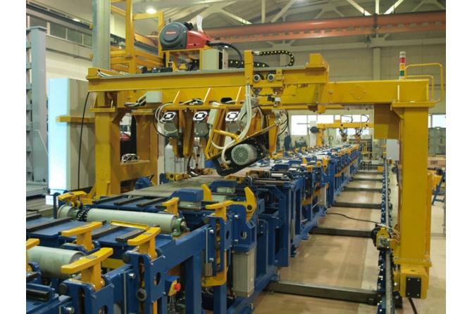 电力机车侧架的装配和焊接线