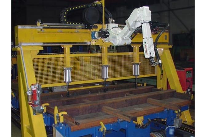 车厢侧墙板机器人组对焊接线